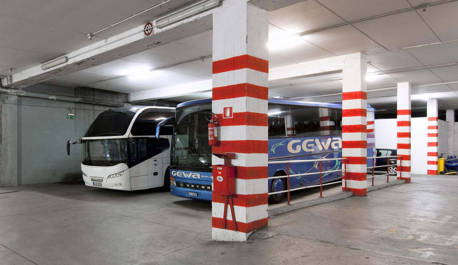 Busgarage im Hotel Ideal Park