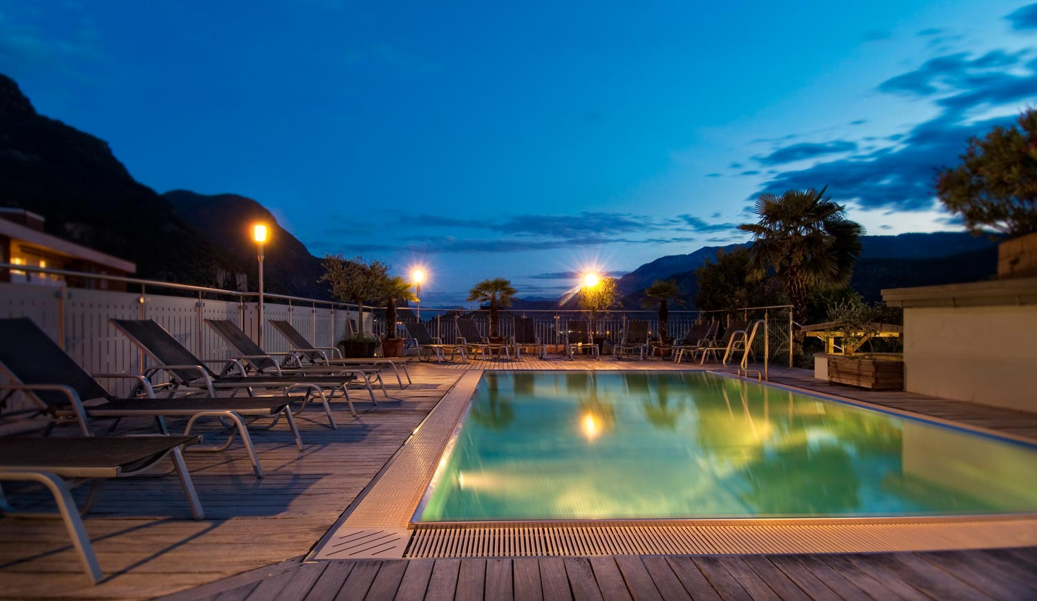 Outdoor pool of Hotel Ideal Park by night
